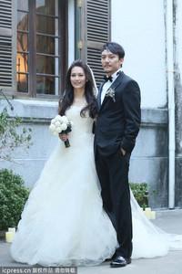 张震爱妻婚纱70万 明星都爱Vera Wang
