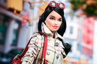 红彤彤迎圣诞  Coach特为芭比娃娃设计迷你手袋