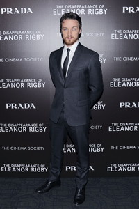 众明星身着Prada出席纽约《他和她的孤独情事》私人放映会