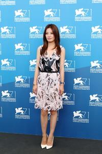 赵薇在威尼斯电影节上佩戴 Tiffany T 新系列珠宝