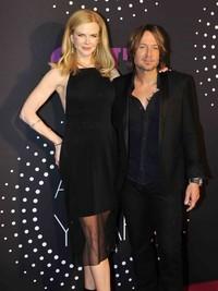 演员妮可基德曼穿着BOSS礼服亮相美国乡村音乐电视大奖