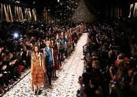 众英伦时尚偶像齐力助阵BURBERRY 2015秋冬伦敦女装秀