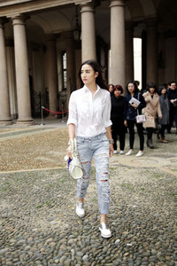 时尚博主搭配TOD'S 2015 春夏新款手袋亮相米兰时装周