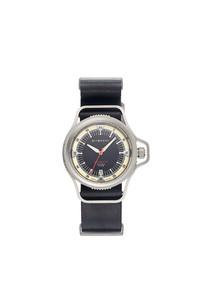 纪梵希SEVENTEEN系列全新推出首款钛金属Automatic腕表