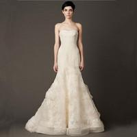 王薇薇 女士白色拖尾婚纱礼服