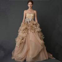 王薇薇 女士香槟色抹胸婚纱