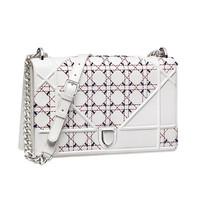 Dior Diorama Latte 大号雕花小羊皮手提包