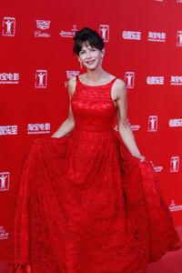 苏菲玛索佩戴萧邦高级珠宝 出席上海电影节闭幕式