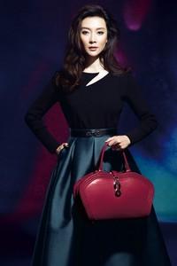 HONGU红谷解密娱乐圈多栖女艺人的包包搭配