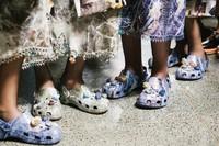 crocs高端时尚合作款首次亮相克里斯托弗•凯恩秀场T台