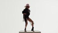 《A-Yo》! Lady Gaga 穿上Diesel时髦得不像话!