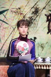 蓝盈莹身着PINKO 2017秋冬系列录制《演员的诞生》总决赛