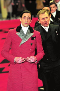 意大利时装周知名品牌普拉达请众星走T台