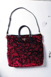 Prada 红色丝绒织棉面料包