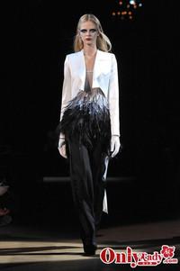 Givenchy 2010巴黎时装周春夏新品秀