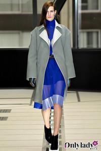 Balenciaga 2012秋冬女装塑造未来世界OL形象
