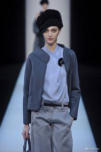 """Giorgio Armani压轴米兰时装周 干练暗黑""""妆""""出女性独立个性"""