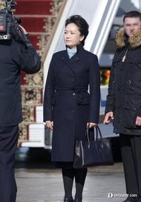 第一夫人彭丽媛华丽转型 例外服装街拍受瞩目