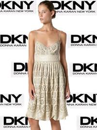 DKNY浪漫裙带你邂逅海滩
