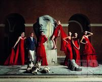 华伦天奴创始人光荣引退 用红裙为生命加冕