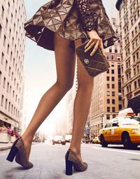 COACH携手时尚摄影师陈漫魅力呈现纽约鞋履风尚