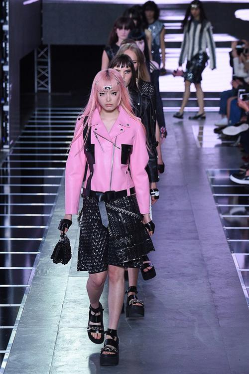 Louis Vuitton经典印花外套抢风头