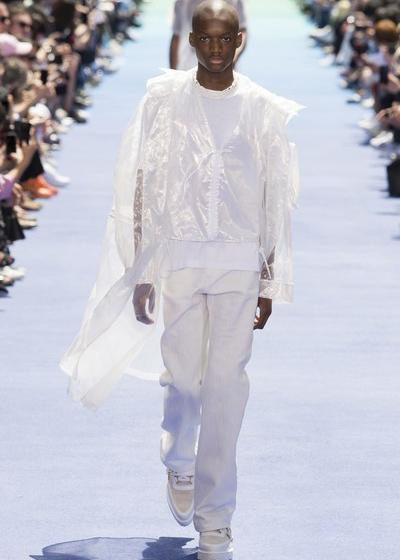 秀后这位Louis Vuitton新设计师,痛哭