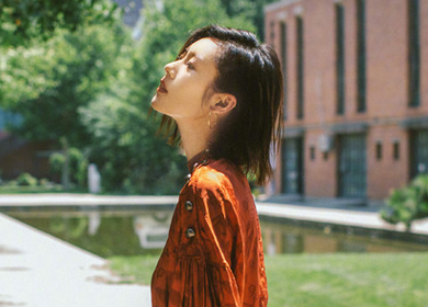 就算没有刘雯的腰,也可以偷学她的拍照姿势!
