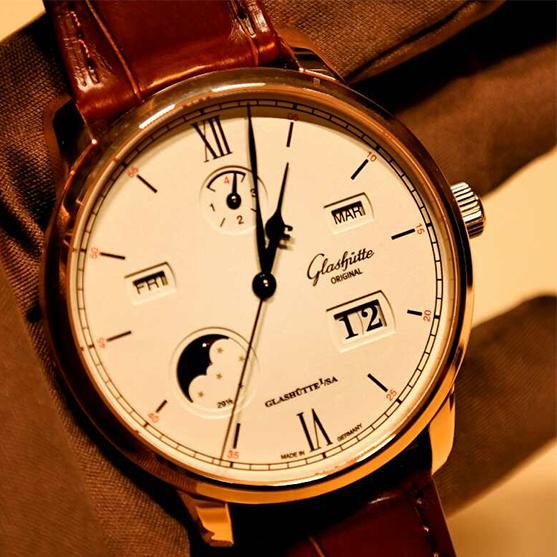 格拉苏蒂原创议员卓越万年历腕表
